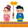 神社に初詣をするカップル