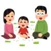 笑顔で会話する家族